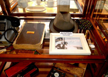 Halit Gürdeniz'e ait şapka, kravat ve saat ile bazı notlar halen İlkfer Denizcilik Müzesi'nde sergileniyor.